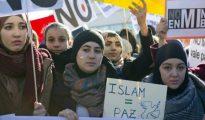 Concentración de musulmanes celebrada en Madrid en enero de 2015 tras los atentados yihadistas de París contra la revista Charlie Hebdó