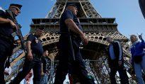 Policía en la torre Eiffel
