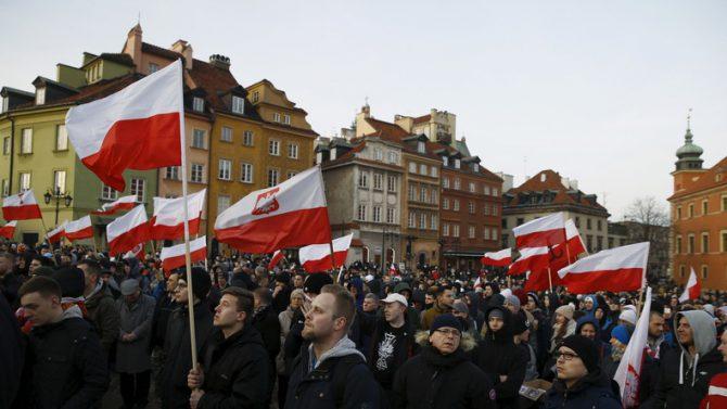 Polacos se manifiestan contra la inmigración en febrero de 2016.