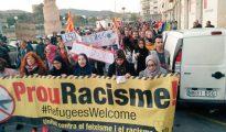 Musulmanes catalanes manifestándose contra el racismo.