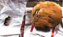 A la izquierda, el roedor que encontró Ellen Manfalouti en el sandwich de hamburguesa encargada en Chick-Fil-A