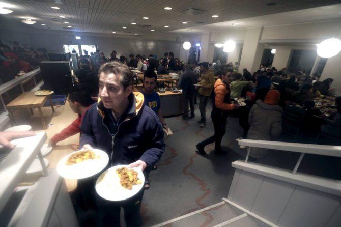 Refugiados en el hotel de una estación de esquí en Suecia donde fueron alojados en diciembre (foto El País).