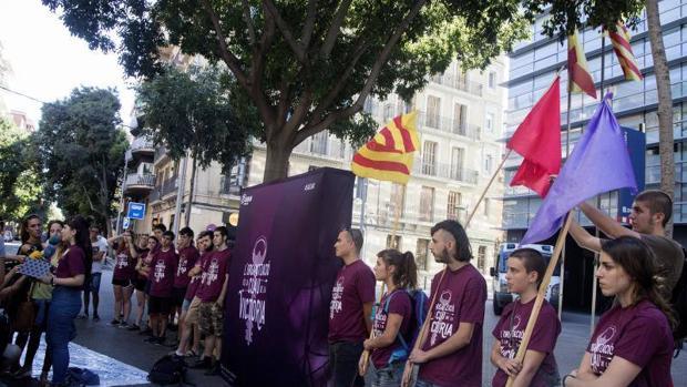 Manifestación de Arran frente a una comisaría de los Mossos