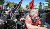 Radicales de izquierda atacan a un identitario estadounidense en Berkeley