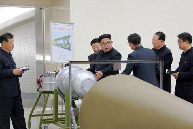La foto sin fecha que lanzó la Agencia Central de Noticias de Norcorea con la bomba de hidrógeno