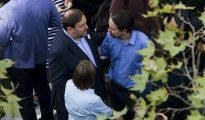 Iglesias y Junqueras conversan en una manifestación en Barcelona