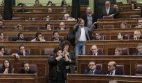 Gabriel Rufián y el resto de diputados de ERC abandonan el pleno del Congreso de los Diputados este miércoles.