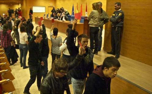 Un joven Errejón durante el escrache que sufrió Rosa Díez en la Facultad de Ciencias Políticas de la UCM en el año 201 (La Razón)