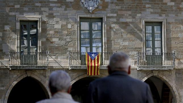 Fachada del Ayuntamiento de Manresa, el pasado mes de mayo