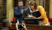 Forcadell habla con García-Abiol en el Parlament