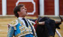 El Juli, en una soberbia obra, sale de la cara del toro al que perdonó la vida