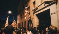 Cuartel de la Guardia Civil de Manresa con la estelada izada el miércoles por la noche.