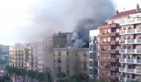 Incendio en el obrador de una pastelería de la calle Marina de Barcelona (Twitter)