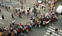 Los partidarios de la independencia a la entrada de la Plaza de Toros de Tarragona.