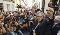 Joan Tardà, a la salida del acto pro referéndum de Cataluña en el Teatro del Barrio de Lavapiés