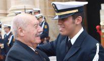 En la foto, Antonio Tejero con su nieto Javier, sargento de la Armada (El Mundo).