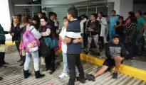 Pacientes y médicos de un hospital de Ciudad de México permanecen fuera de sus hogares tras el fuerte sismo