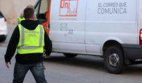 La Guardia Civil registra las instalaciones de la empresa de mensajería privada Unipost en Hospitalet de Llobregat