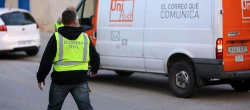 La Guardia Civil registra desde cerca de las 5 horas las instalaciones de la empresa de mensajería privada Unipost en Hospitalet de Llobregat