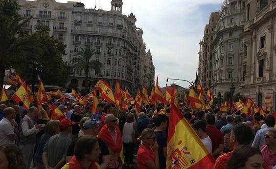 Imagen de la manifestación en Valencia a favor de la unidad de España y en contra del referéndum (Las Provincias)