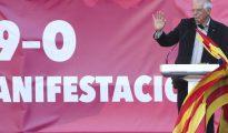 El exministro socialista Josep Borrell en la manifestación por la unidad de España en Barcelona