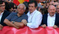Imagen de Josep Borrell en la cabeza de la manifestación a favor de la unidad de España.