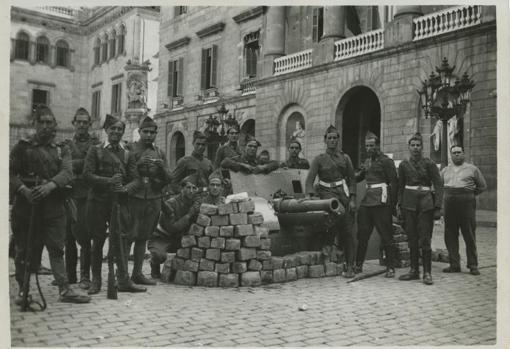 Cañones del Ejército español usados para conseguir la rendición de los rebeldes.