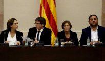 Colau, Puigdemont, Junqueras y Forcadell en un acto en el Parlament.