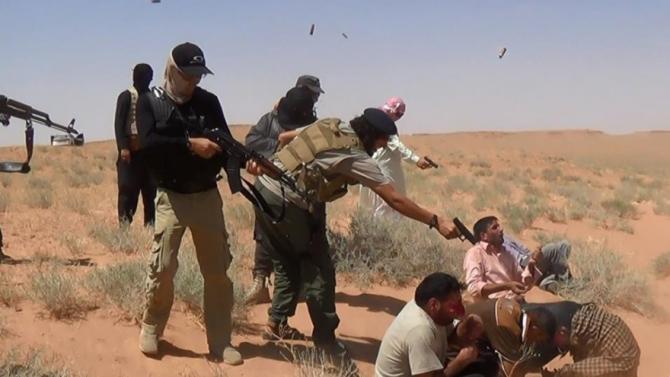 Integrantes del grupo terrorista Daesh fusilan a civiles iraquíes