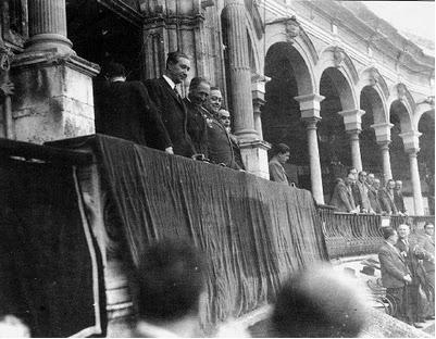 Lluis Companys y Francesc Macià presidiendo una corrida de toros en Cataluña.