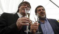 Puigdemont y Sánchez, brindando con cava.