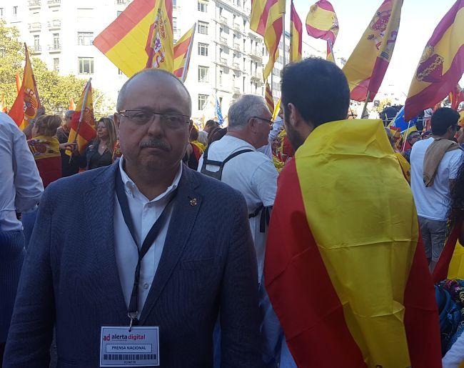 Gerard Bellalta, en la manifestación, con la credencia de AD.