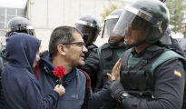 Un guardia civil convence a un padre de que no use a su hijo como escudo