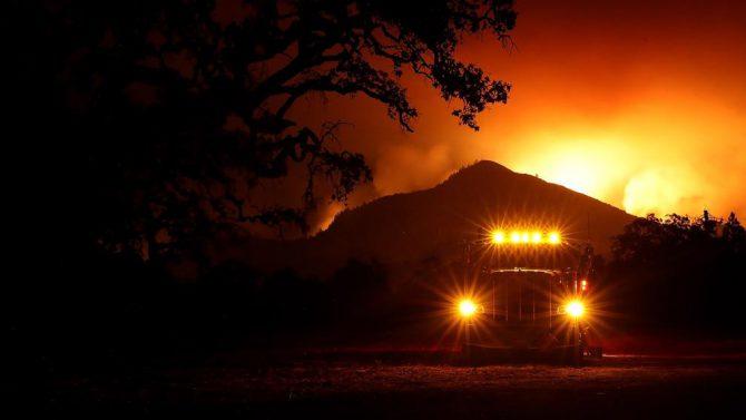 Los incendios de California ya han dejado 17 muertos y más de 46.500 hectáreas arrasadas
