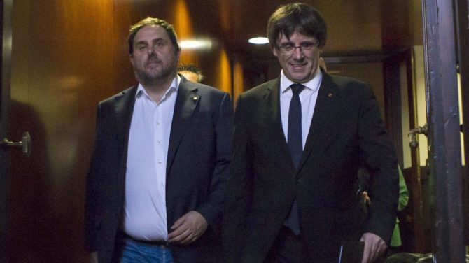 Junqueras y Puigdemont, en el Parlament de Cataluña.