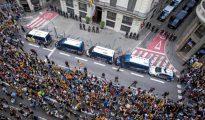 Masiva protesta de radicales separatistas frente a la Jefatura Policial de Barcelona en la Vía Laietana