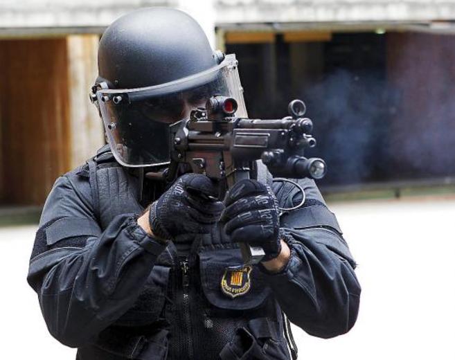 Imagen de un 'mosso' en un entrenamiento oficial (El Mundo).