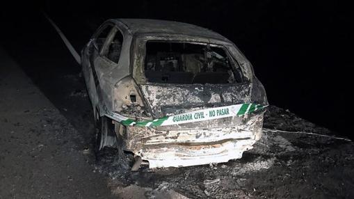 Imagen de la furgoneta calcinada en Nigrán donde fallecieron dos personas