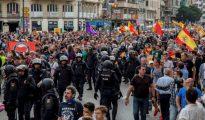 Patriotas valencianos protestan contra la presencia de separatistas catalanes en las calles de la capital del Turia.