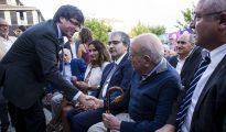 Carles Puigdemont saluda a Jordi Pujol.
