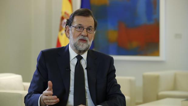 El presidente del Gobierno, Mariano Rajoy, durante su entrevista con la agencia Efe