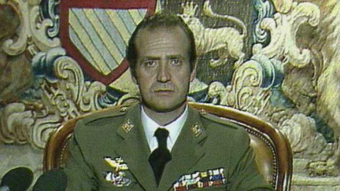 El Rey Juan Carlos durante la emisión de su mensaje a la nación el 23 de febrero de 1981.