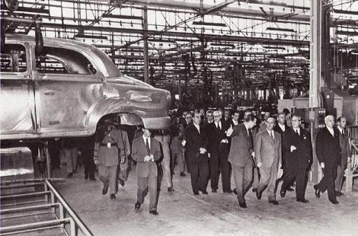 5 de octubre de 1955. Franco inaugura la fabrica de Seat en Martorell