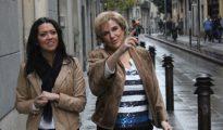 Marcela Topor (i) y la exaltada Pilar Rahola.