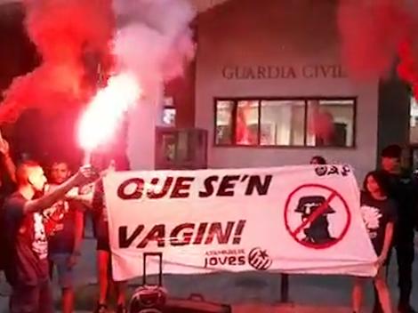 'Escrache' separatista contra un cuartel de la Guardia Civil.
