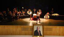 Cientos de personas acuden a la capilla instalada en el Auditorio de la Diputación de Málaga para dar su último adiós al humorista malagueño (Sur)