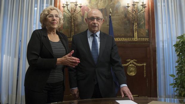 Manuela Carmena, junto a Cristóbal Montoro, en una reunión reciente