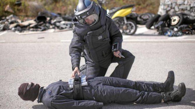 Entrenamiento de los agentes de los TEDAX de la policía catalana en Sabadell