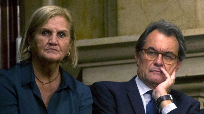 Núria de Gispert y Artur Mas.