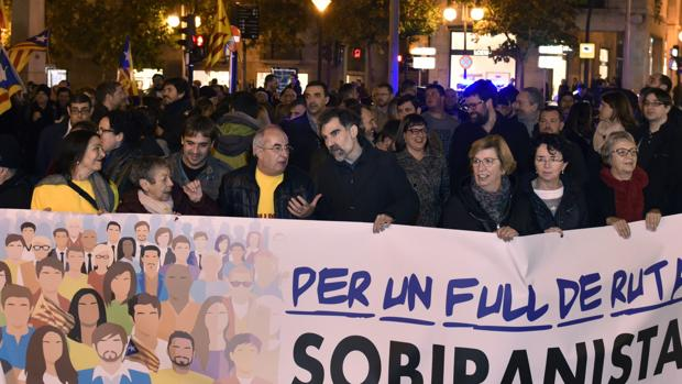 Una manifestación pancatalanista en Mallorca, encabezada por Jordi Cuixart